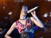 张曼玉北京草莓演出官方视频:为了音乐义无反顾