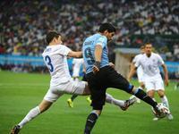 乌拉圭2-1英格兰 鲁尼破门苏神梅开二度