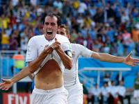 戈丁再扮救世主角色 头球破门助乌拉圭领先