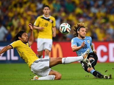 全场回放-哥伦比亚2-0乌拉圭 高效杀手詹罗两球送球队晋级