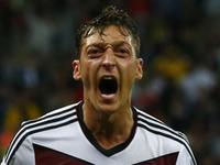厄齐尔补射洞穿大门 德国2-0领先杀死悬念
