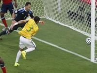 席尔瓦后点包抄推射破门 巴西1-0领先哥伦比亚