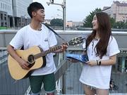 《中国梦之声偶像日记》20140911:男女组合街头卖唱有奇遇 文卓宿舍变身吉他老师