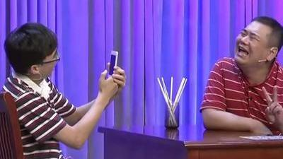 现代的生活奇怪朋友圈 手机占领生活空间