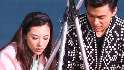 刘璇李祥祥海边篝火做饭 训练抓鱼两不误