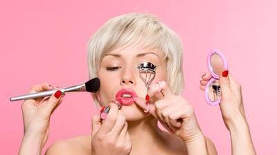 不化妆也可以做美女 偷师空姐路上也要美美的