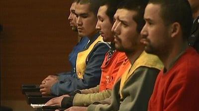 乌鲁木齐两起暴恐案宣判 安徽一中学围墙倒塌5女生丧生