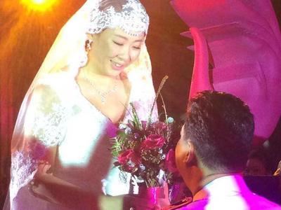 冯坤北京婚礼举行 魏纪中任证婚人老公献唱
