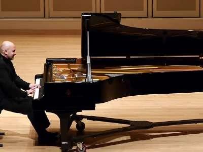 舒伯特奏鸣曲 d.960 钢琴naoumoff演奏
