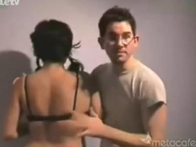 教你如何单手揭开美女的内衣