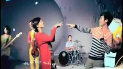 Selina《爱我的每个人》MV