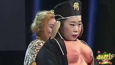 """庄稼妮子坦胸露乳 看""""二师兄""""真爱无敌"""