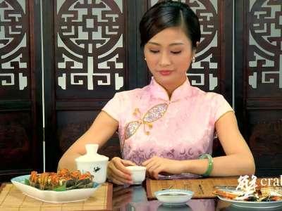 江南美女教你如何吃蟹