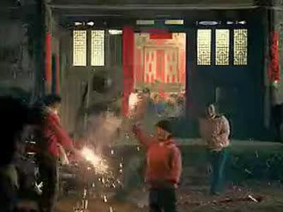 央视春节系列公益广告《回家篇》之《迟来的新衣》图片