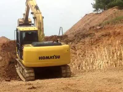 挖掘机视频表演爬坡问人生就俩字.卧草