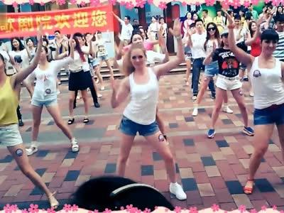 株洲小苹果 老外美眉跳广场舞