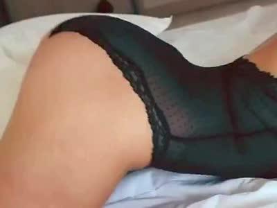 丰乳翘臀黑色内衣美女床上热辣翻滚超清