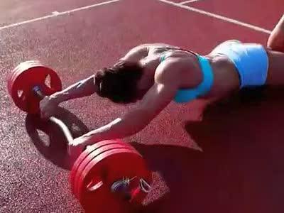 【牛男健身】职业健身模特励志视频:炼出劲爆肌肉
