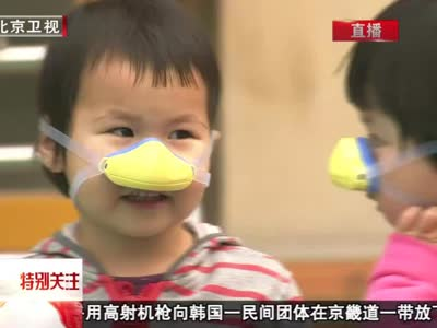 雾霾天出门 儿童最好戴口罩