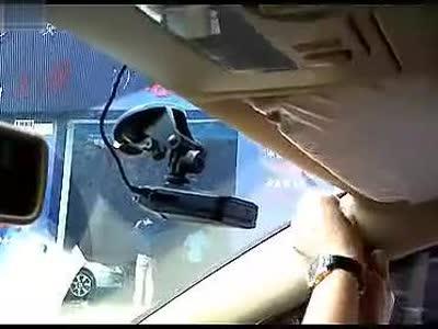 行车记录仪安装方法 全暗线点烟器接法