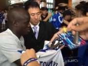 切尔西中国行第二日记录 坎特库瓦被球迷围堵